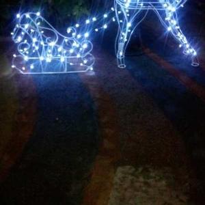 Светящиеся новогодние олени,  гирлянды и др. садовые украшения