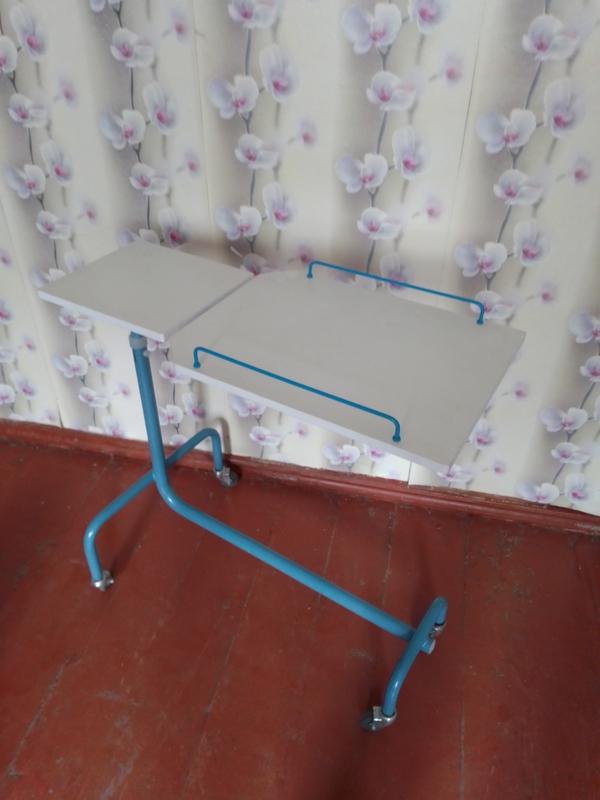 Прикроватный столик для лежачих больных 2